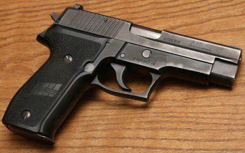 pistola Sig Sauer P226 empleada por los GEO de la Policía Nacional