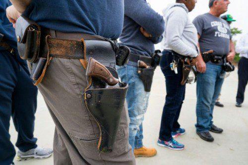 Agentes de NYPD durante el curso de familiarización con sus nuevas pistolas semiautomáticas de 9 mm.